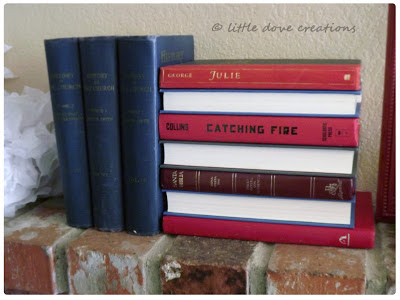 Easy way to make a 4th of July decoration with books
