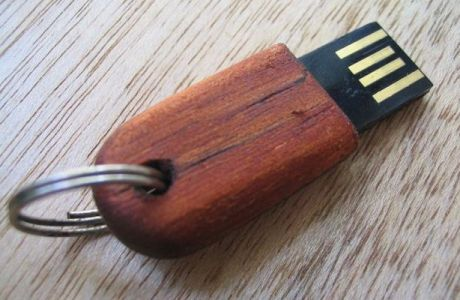 7 DIY wood projects including a USB cover