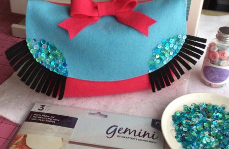 How to make a cute felt purse with sparkly eyelashes