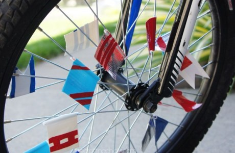How to make summer parade bike flags
