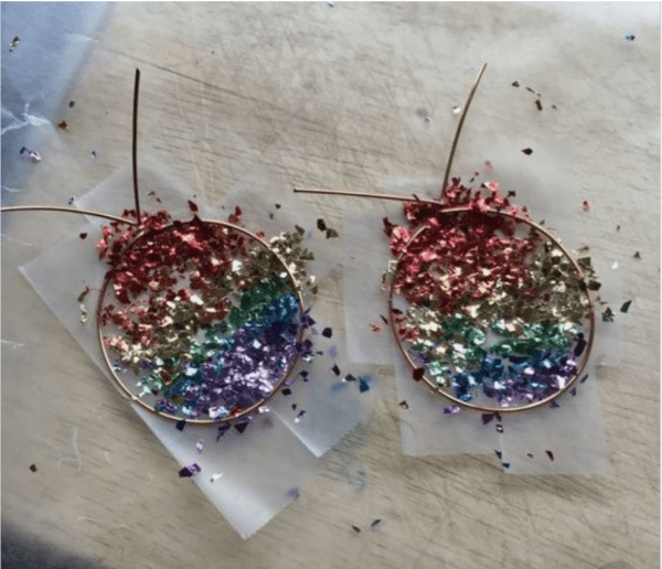 Super easy way to make epoxy and glitter jewelry