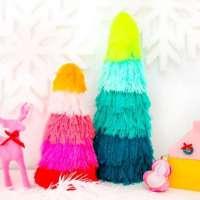 Fun way to make Christmas trees with yarn scraps