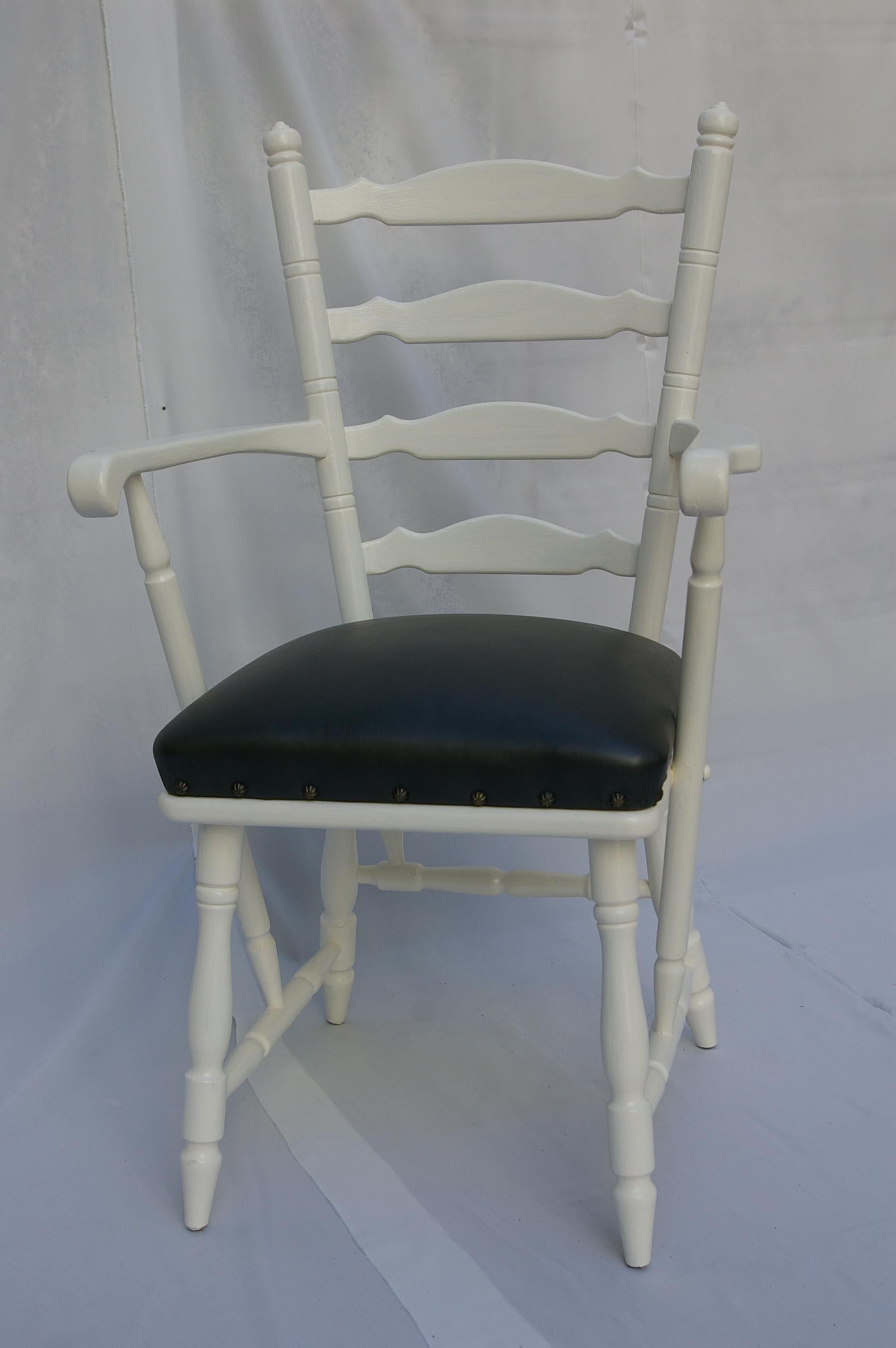 Armlehnenstuhl in weiß