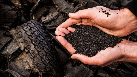 Vervuilend rubbergranulaat wordt vrij verkocht aan particulieren