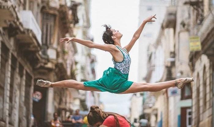 Bailarines de cuba en sus calles