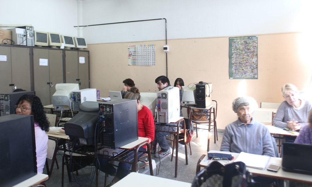 Taller de computación en la escuela Manuel Belgrano de la Boca.