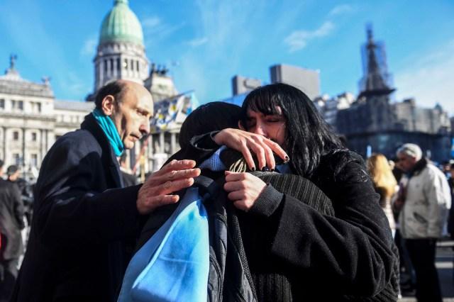 Tristeza de los manifestantes anti abortistas por la aprobación de la media sanción. | Foto: Gens - Télam
