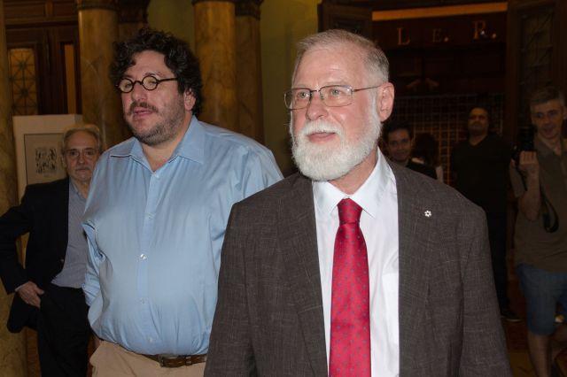 Alberto Manguel junto a Pablo Avelluto, Ministro de Cultura de la Nación. Foto: Ministerio de Cultura.