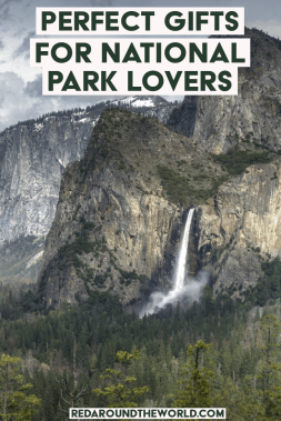 This national park gift guide is perfect for the national park lover in your life. The national park gift ideas are fun and theres something for every budget. national park gifts, national park gift ideas, us national parks, national park travel, USA, nature inspired gift ideas, nature inspired tees, outdoorsy gift ideas #nationalparks #giftguide #giftideas #hiking
