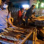 When people spend the night grilling snakehead fish for God of Wealth – VnExpress International