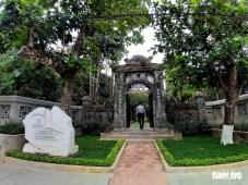 Sau một thời gian dài xuống cấp vì thiếu sự chăm sóc, nhà vườn An Hiên - ngôi nhà vườn mẫu mực của xứ Huế - đã được phục sinh và mở cửa đón du khách với vẻ đẹp sang trọng và tươi tắn.