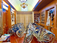 Dao Van Tinh spents more than 20 years collecting Peugeot bicycles made in France. Photo courtesy of the Vietnam Book of Records.
