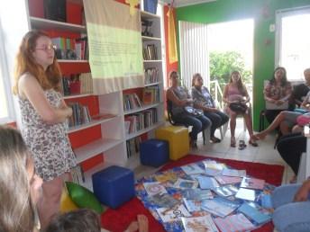 A formação, relaizada pela bibliotecária e assessora pedagógica do Cirandar, Camila Schoffen, refletiu sobre a infância e as práticas de mediação de leitura.