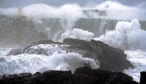 ocean_crashing_waves_erik_kolsted