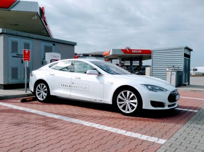 Tesla-Shuttle-Supercharging-1