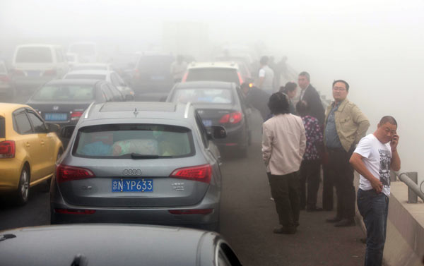 motor vehicle emissions contribute to smog in beijing