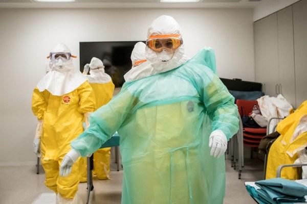 Doctors suite up to deal with Conavirus patients