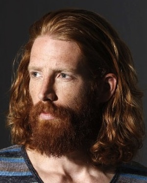 red-mens-long-wavy-haircut