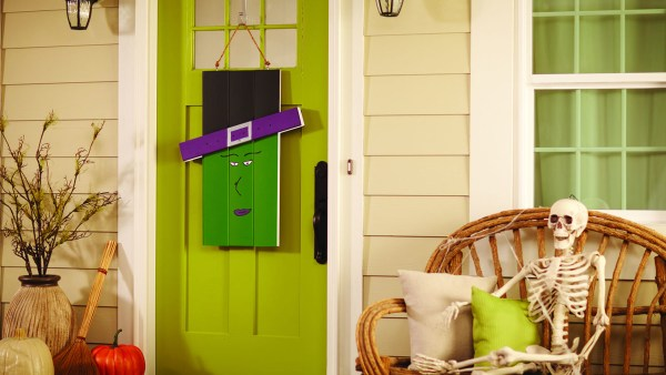 dih_16_seasonaldoorhanger_beauty_witch