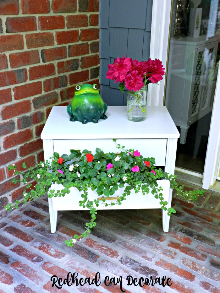 This thrifty nightstand flower planter is so adorable! All she did was spray paint it and fill it with flowers.