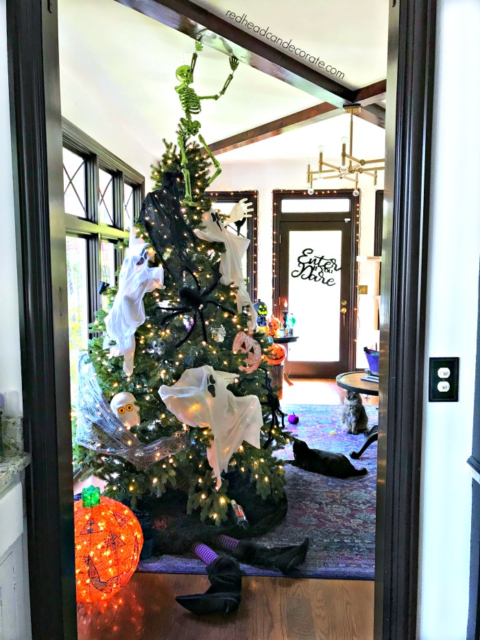 Blogger creates a tree for every season of the year using affordable dollar store supplies.  Here's the Fall Halloween Tree...
