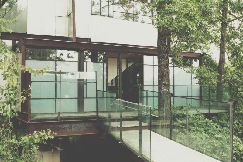 airbnb-wishlist-glass-tree-house