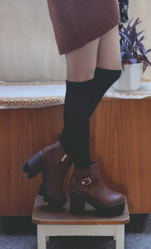 redheadventurer-fashion-outfit-paisley-platform boots-shoes