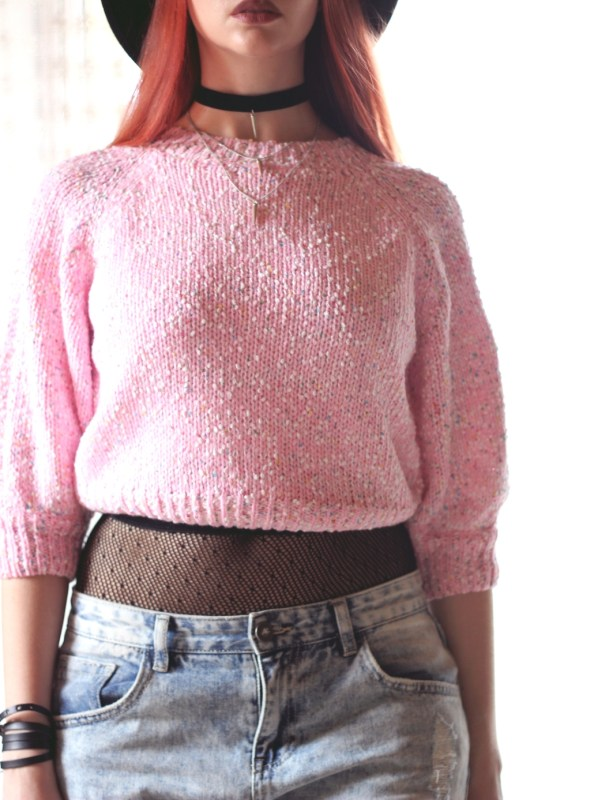 redheadventurer-fashion-outfit-cotton-candy-pink sweater-necklace-tights