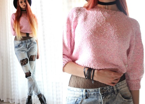 redheadventurer-fashion-outfit-cotton-candy-pink sweater-distressed-jeans