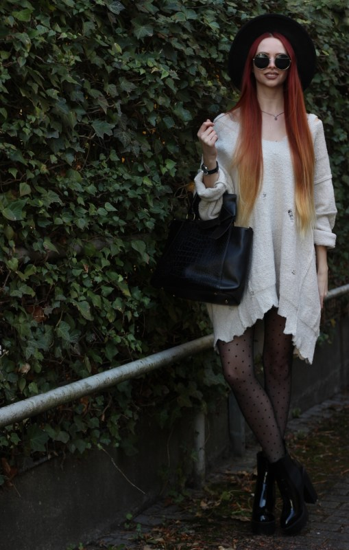 redheadventurer-liza-laboheme-fashion-outfit-distressed-oversized-sweater-2