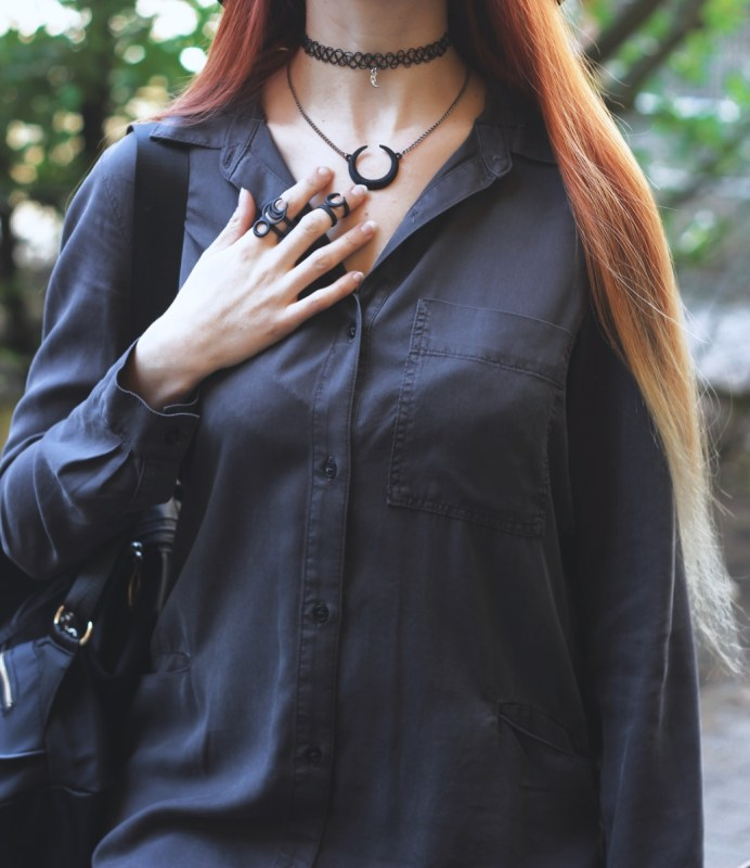 redheadventurer-liza-laboheme-fashion-outfit-grey-blouse-platform sneakers-rogue-and-wolf
