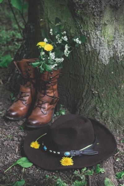 redheadventurer-liza-laboheme-fashion-style-essentials-boho-boots-cowboy-hat