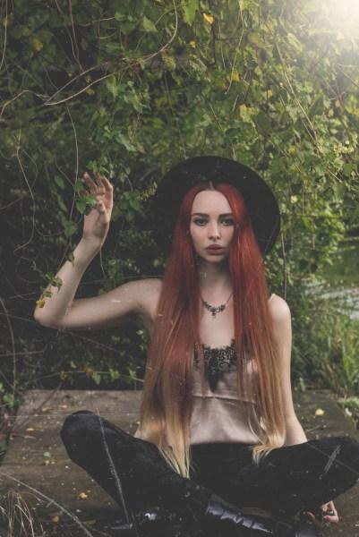 redheadventurer-liza-laboheme-velvet-satin-vintage-look (8)