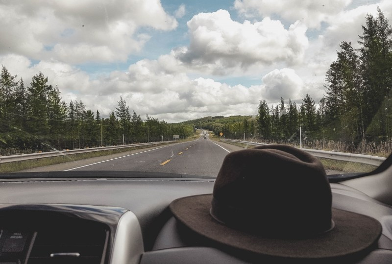 redheadventurer-liza-laboheme-travel-roadtripping-eastern-canada-street-hat