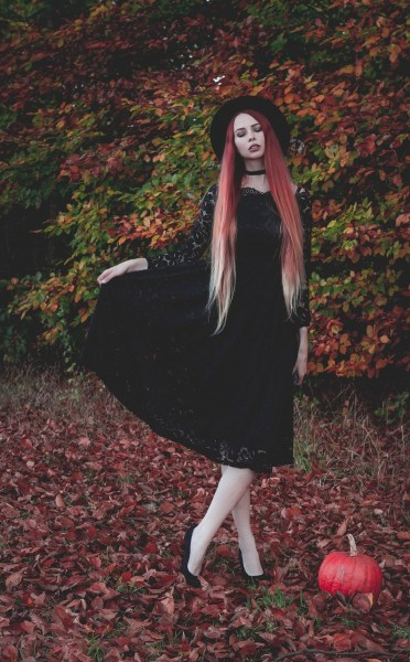 redheadventurer-liza-laboheme-fashion-outfit-autumn-fall-black-lace-dress (6)