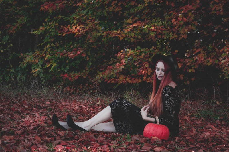 redheadventurer-liza-laboheme-fashion-outfit-autumn-fall-black-lace-dress (8)