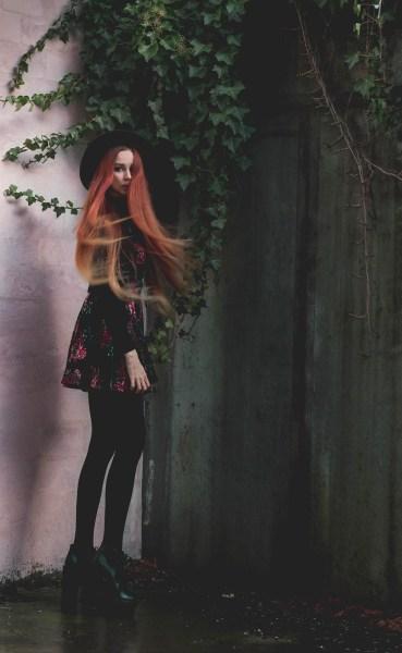 redheadventurer-liza-laboheme-dark-romantic-outfit-velvet-roses (9)