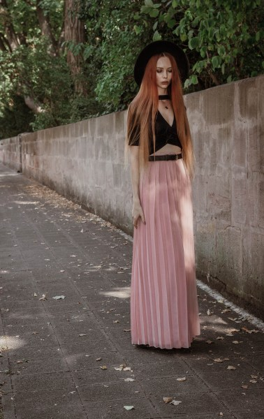 liza-laboheme-redheadventurer-fashion-blog-outfit-date-night-skirt-pink-black (5)