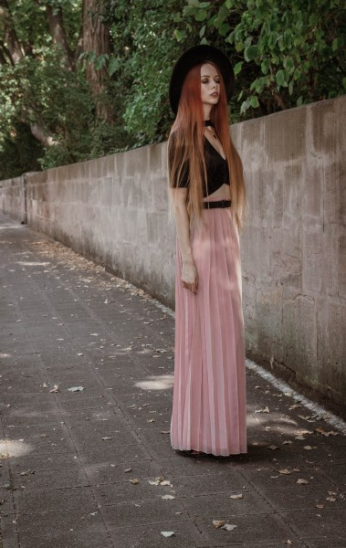 liza-laboheme-redheadventurer-fashion-blog-outfit-date-night-skirt-pink-black (7)