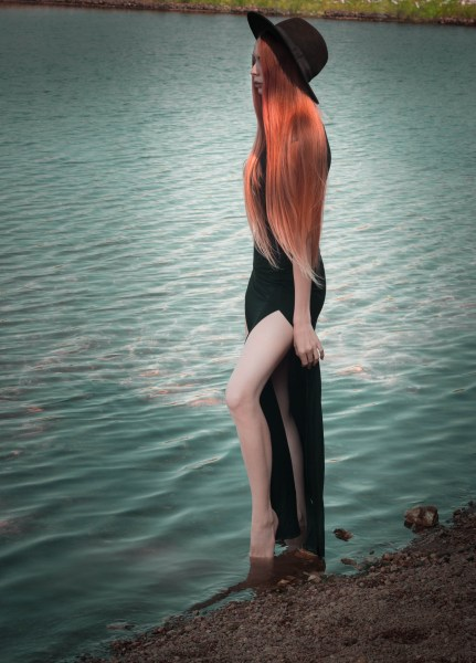 redheadventurer-liza-laboheme-fashion-outfit-black-dress-boohoo-lake-wilderness (7)