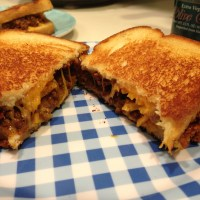 Chili Grilled Cheese Sandwich, a Happy Union of Two Comfort Foods