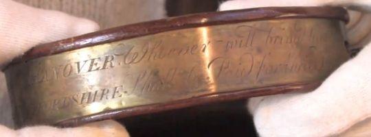 """Inscripción del collar de Peter """"el niño salvaje"""""""
