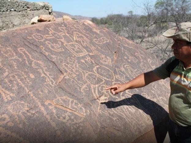 Roca con grabados astronómicos en Perú. Crédito imagen: Silvia Depaz/Andina