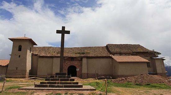 iglesia San Francisco de Asís, en la ciudad de Maras (Perú).