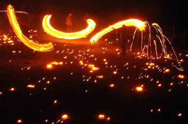 Fiesta del Fuego de los Pirineos. Crédito: Wikimedia