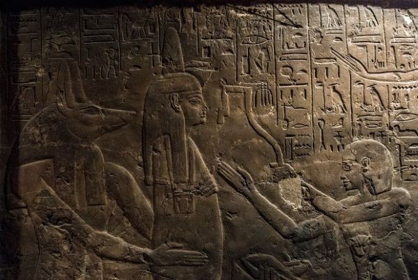 Representación de Maia, nodriza de Tutankamón, en su tumba.
