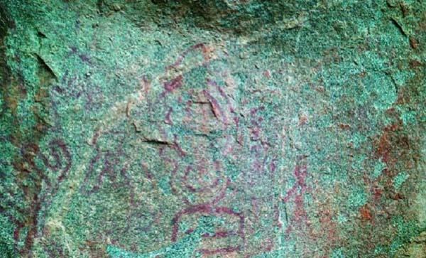 Pinturas prehistóricas fueron halladas en una roca en India.