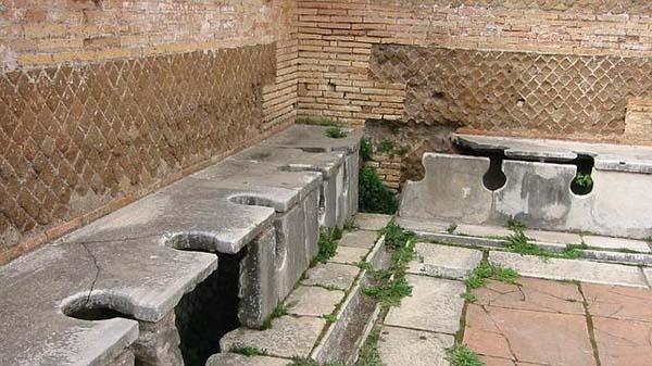 Aseos públicos romanos