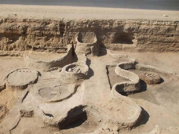 Arqueólogos han encontrado restos de cenizas de la erupción del volcán Tera en Egipto. Crédito Wikimedia.