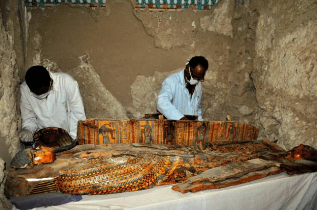 ataud egipcio